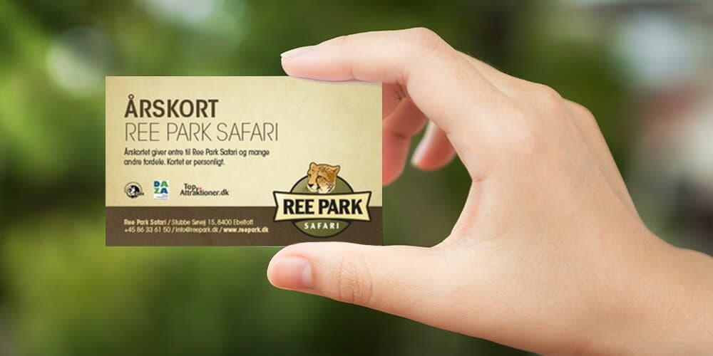 Hand with annual card to Ree Park Safari